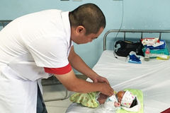 Bé trai 5 ngày tuổi bị cắt 80cm ruột vì điều cha mẹ ít để ý