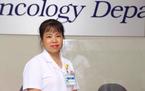 Bố mẹ từ chối điều trị ung thư, quyết ôm con về khiến bác sĩ bất lực