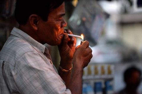 """Lời giải nào cho bài toán """"khói thuốc lá"""""""