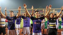 Hà Nội FC mừng cúp vô địch V-League ở Hồ Gươm