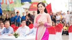 Á hậu Bùi Phương Nga về thăm trường trước khi thi Hoa hậu Quốc tế
