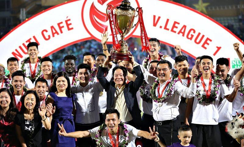 Hà Nội FC ăn mừng chức vô địch Nuti Cafe V-League 2018. Ảnh: SN