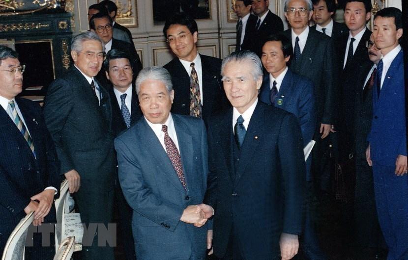 Hình ảnh nguyên Tổng bí thư Đỗ Mười cùng lãnh đạo các nước