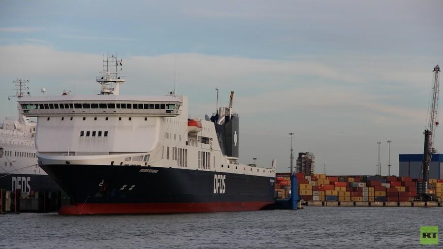 Cháy phà, hàng trăm người mắc kẹt trên biển Baltic