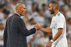 Zidane kéo Benzema đến MU, Barca sắp sa thải Valverde