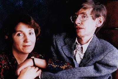 Vợ cũ Stephen Hawking tiết lộ những chi tiết sai trong bộ phim về chồng