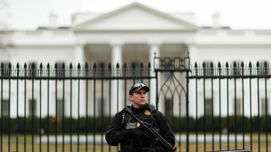 Phát hiện phong thư nghi chứa chất cực độc gửi ông Trump