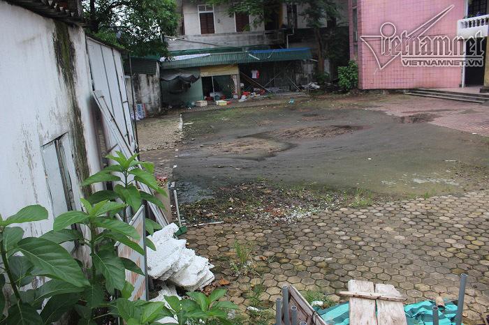 Công sở án ngự đất vàng hoang phế giữa trung tâm thành phố