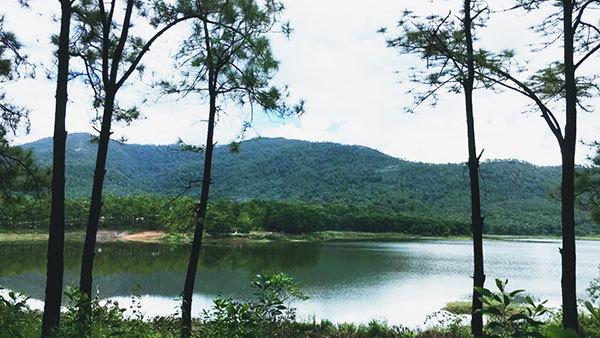 Quảng Ninh: Điểm du lịch sinh thái hồ Yên Trung hút khách