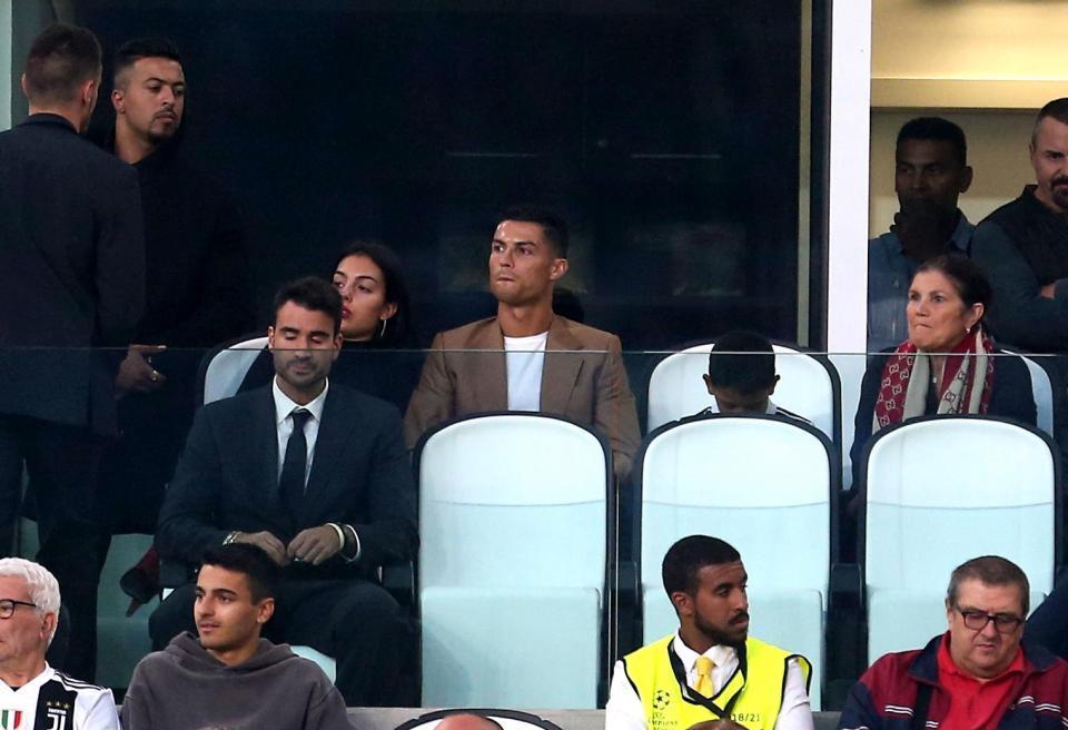 Lộ video, ảnh Ronaldo quấn lấy chân dài scandal hiếp dâm
