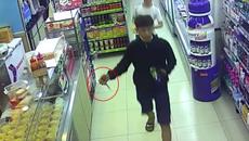 Bị chống trả, sinh viên đi cướp đâm 3 người ở cửa hàng tiện lợi