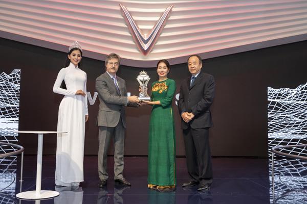 Paris Motor Show 2018: VinFast nhận giải Ngôi sao mới
