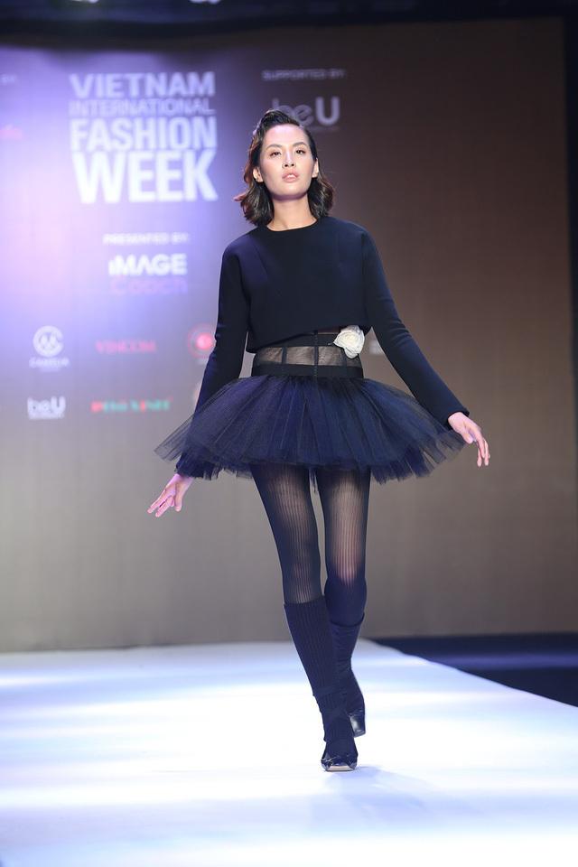 Cuộc chiến của nhà thiết kế trong Tuần lễ thời trang quốc tế Việt Nam