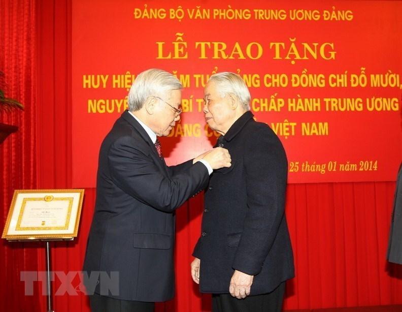 Hình ảnh quý về Tổng bí thư Nguyễn Phú Trọng và nguyên Tổng bí thư Đỗ Mười