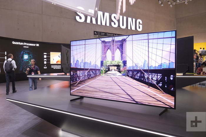 QLED TV 8K mới của Samsung giá 15.000 USD