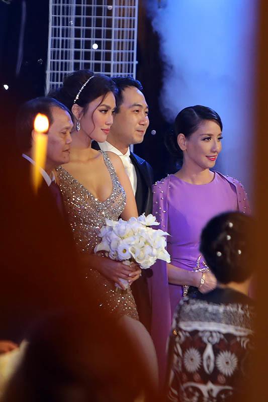 Lan Khuê,John Tuấn Nguyễn
