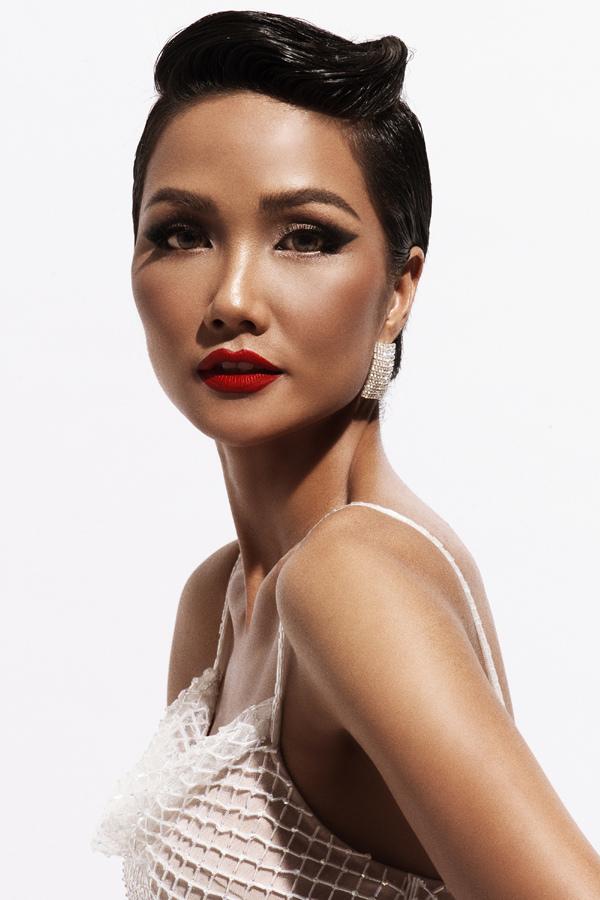 Hoa hậu H'Hen Niê thành đại sứ ra mắt thương hiệu Sankom