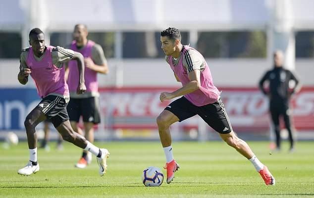 Ronaldo tập luyện, ăn mừng phấn khích giữa cáo buộc hiếp dâm