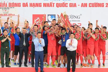 Truyền nhân Thể Công ẵm thưởng nóng ngang đội vô địch V-League