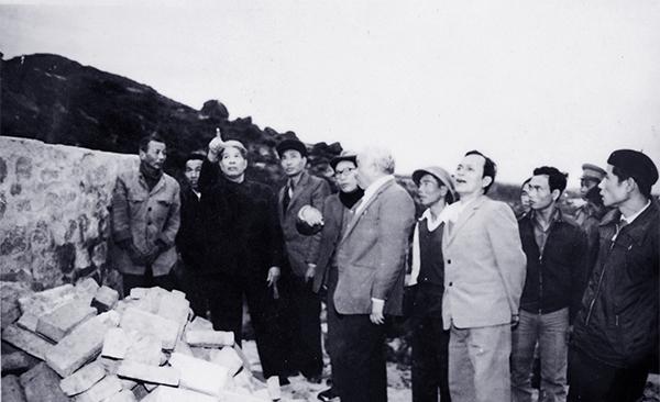 Thủ tướng viết về nguyên Tổng bí thư Đỗ Mười: Nhà lãnh đạo nơi đầu sóng ngọn gió