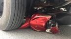 Xe tải vò nát xe máy, cán chết bé 3 tuổi tại vòng xoay