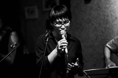 Nguyên Hà hát hit Mỹ Tâm trong buổi ra sách của MC Tùng Leo