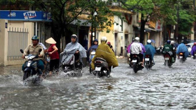 kinh nghiệm lái xe,lái xe trời mưa,xe ngập nước