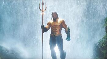 'Aquaman' tạo nên cơn sốt vé khắp các rạp