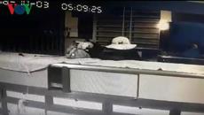 Trộm 100 lượng vàng và lấy luôn đầu ghi camera an ninh của tiệm vàng