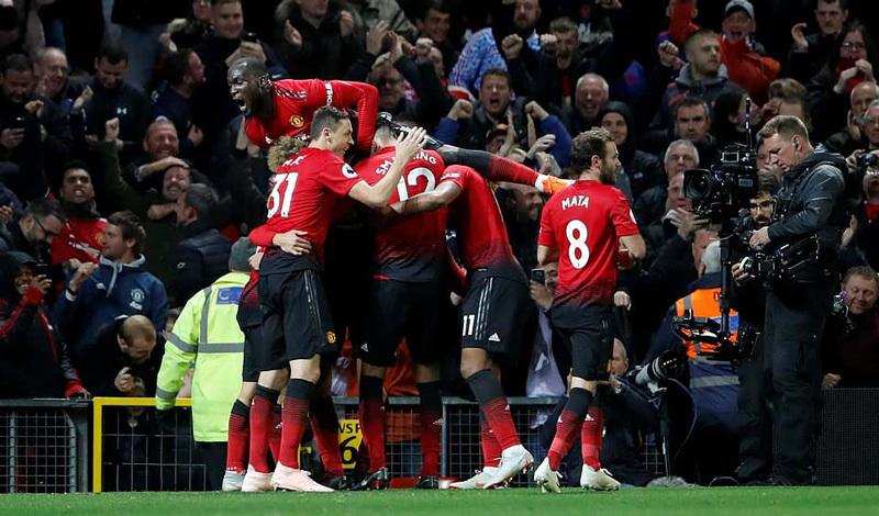 Kết quả Man Utd 3-2 Newcastle: Cú ngược dòng cứu Mourinho