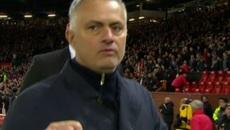 """Mourinho bị FA """"sờ gáy"""" vụ chửi tục vào máy quay"""