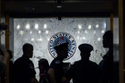 Bị phạt 30 năm tù vì đưa thông tin đời tư nghị sĩ Mỹ lên mạng
