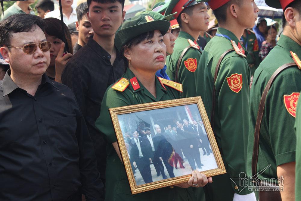Cựu binh đội nắng đi bộ 4 tiếng đến viếng nguyên Tổng bí thư Đỗ Mười