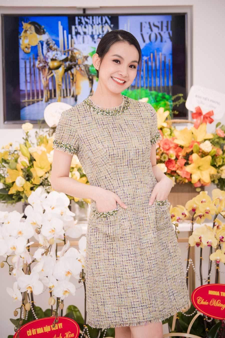 Hoa hậu Thùy Lâm tái xuất xinh đẹp sau 10 năm 'ở ẩn'