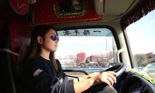 9x xinh đẹp lái xe tải giúp bố giảm bớt gánh nặng công việc