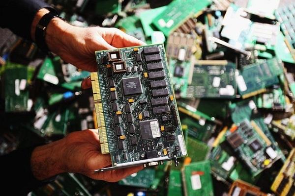 Chuyên gia công nghệ cũng sốc với vụ chip gián điệp 'đầu bút chì'