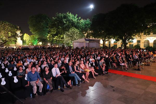Vietnam Airlines Classic-Hanoi Concert: Đẹp nao lòng thu Hà Nội