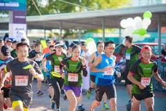 Gần 800 nhân viên ngân hàng 'phủ xanh' đường chạy Just run