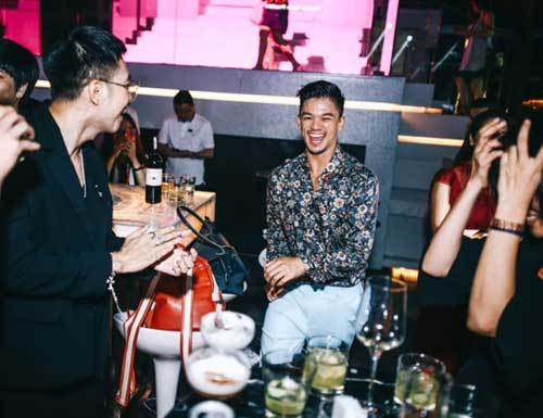 Tiệc đêm chuẩn Singapore 'đốn tim' giới trẻ Sài thành