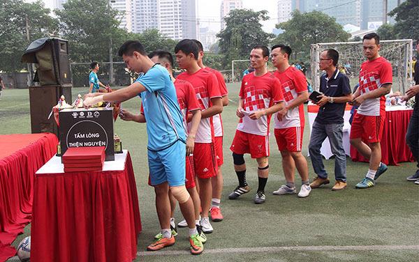 bóng đá phong trào,từ thiện
