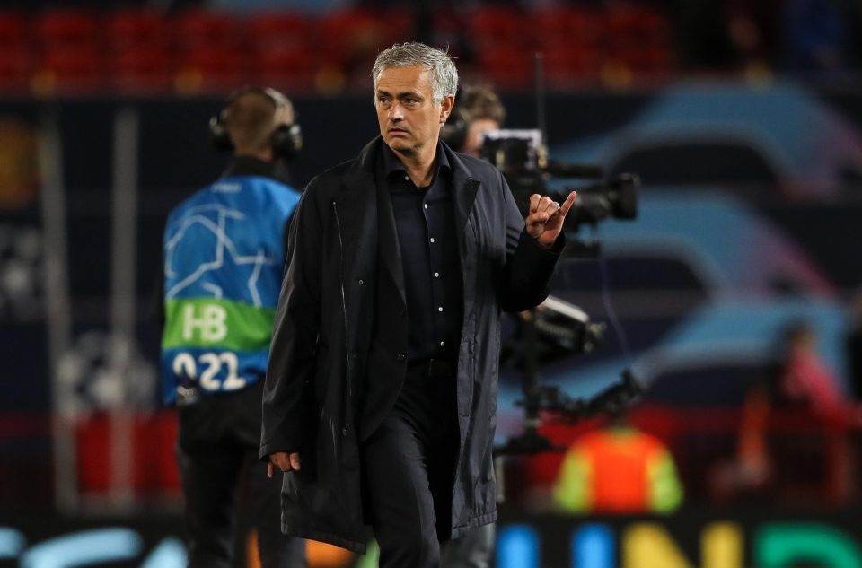 Mourinho bị FA 'sờ gáy' vụ chửi tục vào máy quay