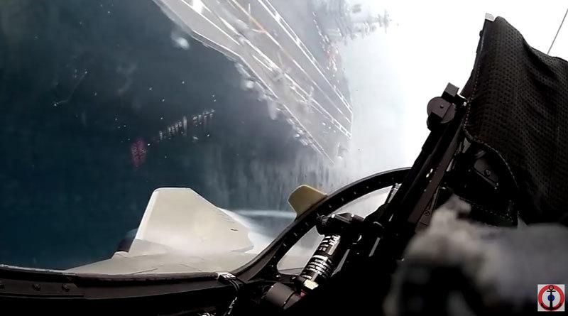 Cảnh quay tuyệt đẹp từ buồng lái chiến cơ