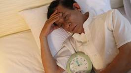 Người huyết áp cao hay mất ngủ dễ bị đột quỵ