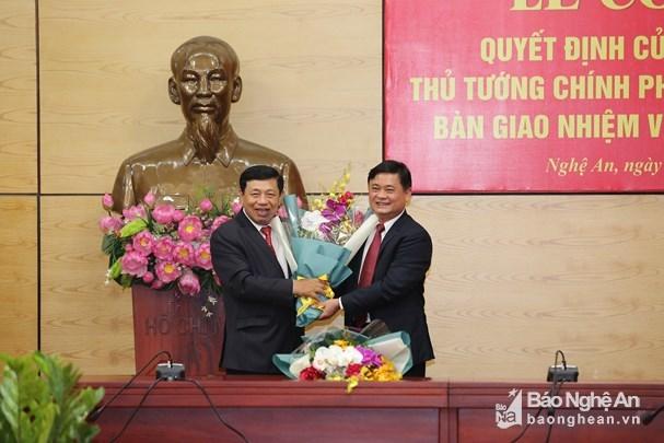 Trao quyết định của Bộ Chính trị, Thủ tướng về công tác cán bộ