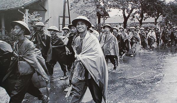 Ngày giải phóng Thủ đô dưới ống kính phương Tây