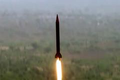 """Ấn Độ mua """"rồng lửa"""" Nga, Pakistan thử tên lửa hạt nhân"""