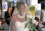 Kết hôn với chính mình vì bị giục lấy chồng, sinh con