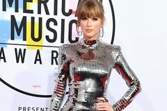 Taylor mặc váy bó sát quyến rũ tới dự American Music Awards 2018