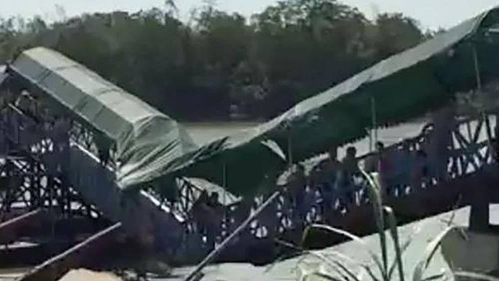 Cầu gẫy gập vì quá nặng nhưng du khách Trung Quốc vẫn cố chen lấn để đi qua