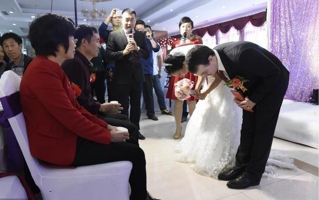 Cô gái lấy chồng Mỹ nhờ vào tờ giấy ăn lần đầu gặp gỡ